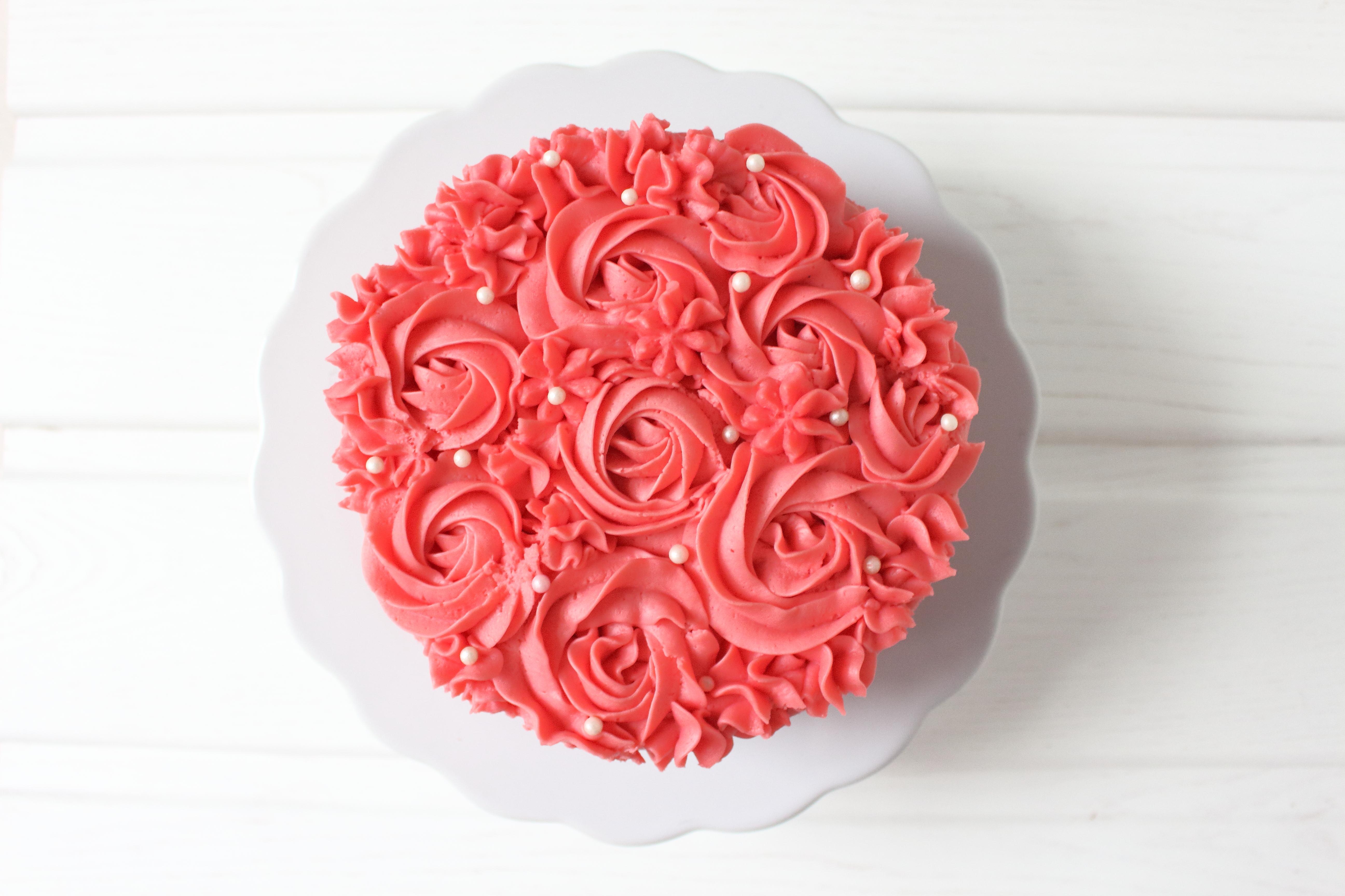 Hach Ja, Wär Das Nicht Schön, Wenn Ihr Eure Liebsten Zum Valentinstag Neben  Dem Obligatorischen Blumenstrauß Auch Noch Mit Einem Rosen Törtchen  überraschen ...