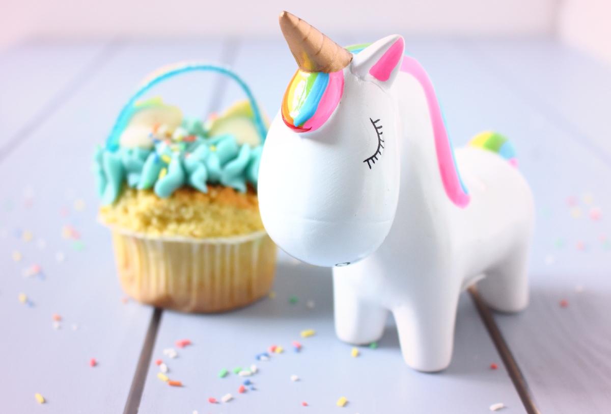 Einhorngeprüfte Regenbogen-Cupcakes – Glück ist backbar